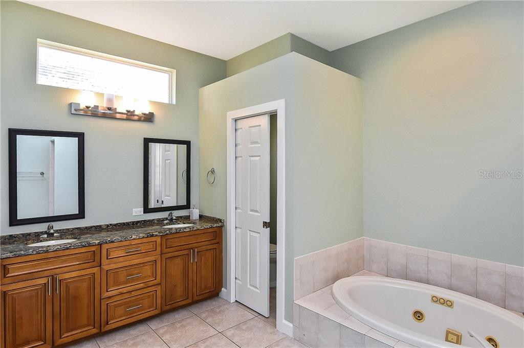 Updated Master bath with Jacuzzi Tub - Single Family Home for sale at 323 Lansbrook Dr, Venice, FL 34292 - MLS Number is N6109725