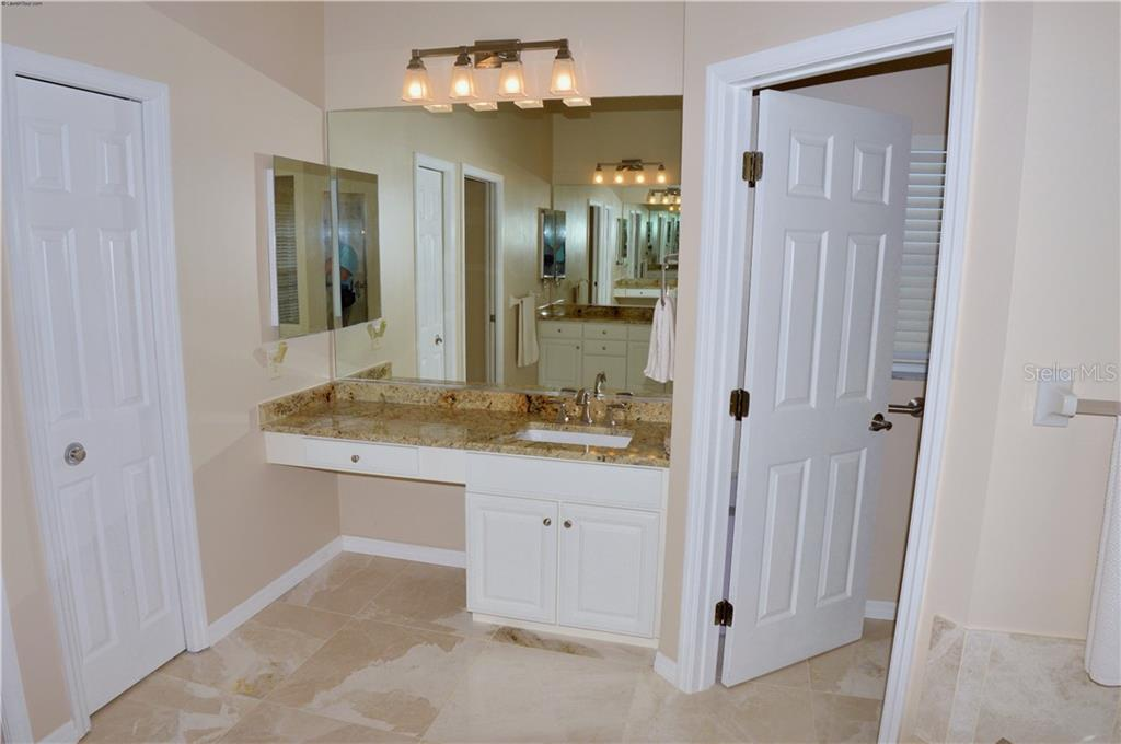 Master bathroom - Single Family Home for sale at 413 Pebble Creek Ct, Venice, FL 34285 - MLS Number is N6110166