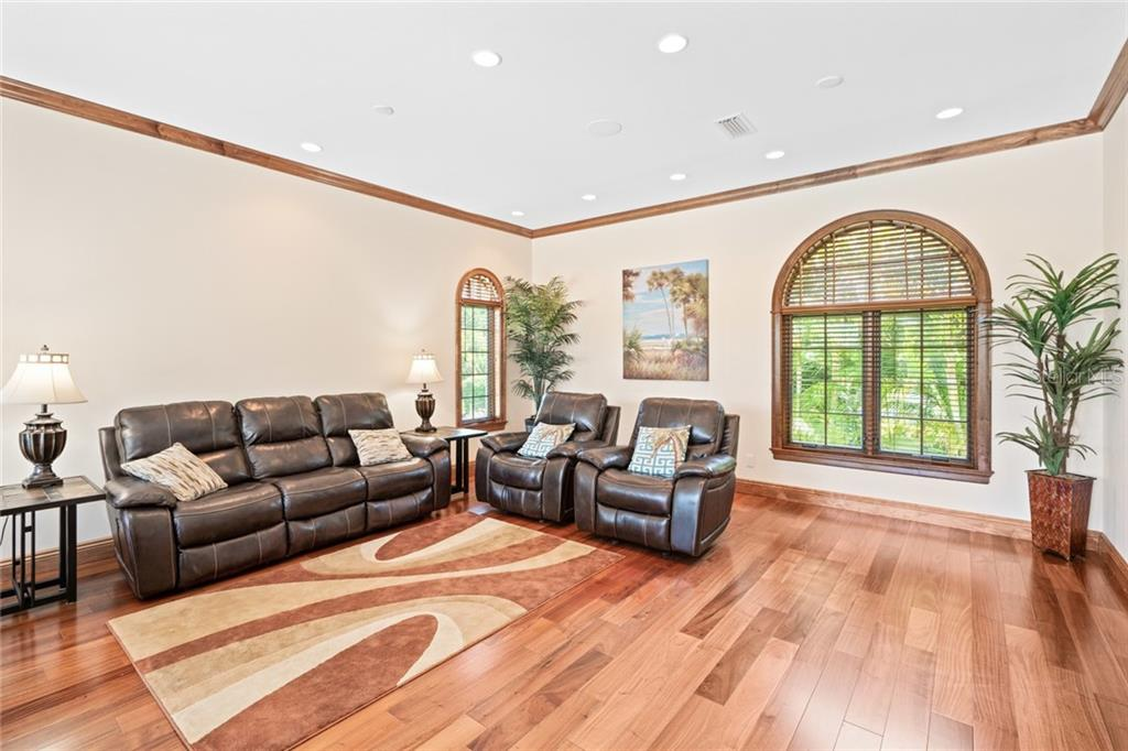 Family Room off the Kitchen - Single Family Home for sale at 510 Bowsprit Ln, Longboat Key, FL 34228 - MLS Number is N6110334