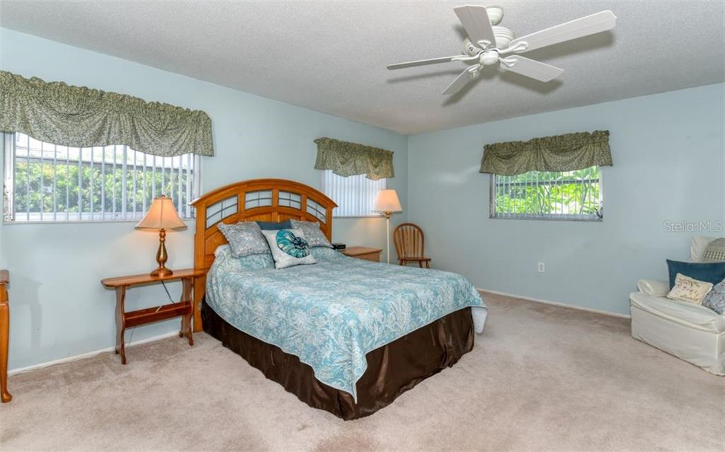 Master suite with dual walk-in closets - Single Family Home for sale at 404 Gulf Breeze Blvd, Venice, FL 34293 - MLS Number is N6110481