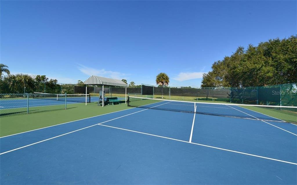Tennis courts - Single Family Home for sale at 601 Cockatoo Cir, Venice, FL 34285 - MLS Number is N6111658