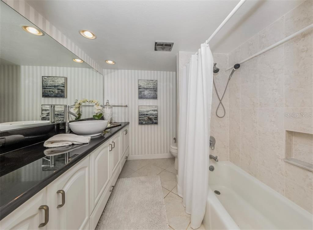 Guest bath with tub shower combo. - Condo for sale at 1000 Tarpon Center Dr #502, Venice, FL 34285 - MLS Number is N6112167