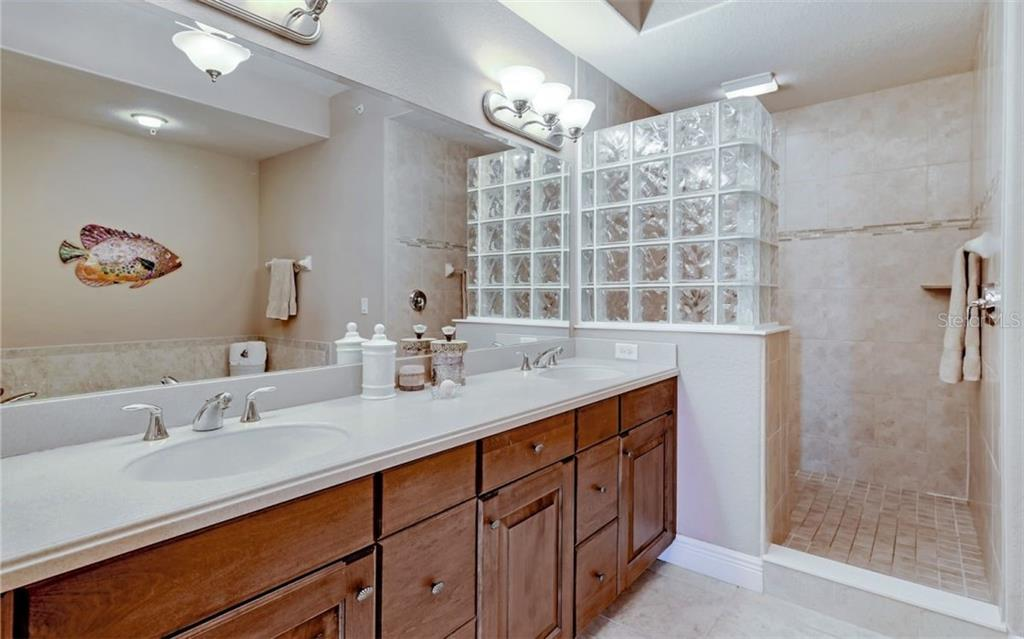 Master bath with dual sinks, walk-in shower - Condo for sale at 167 Tampa Ave E #313, Venice, FL 34285 - MLS Number is N6112536