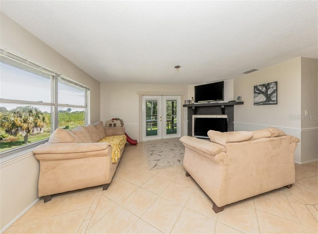 Great room - Single Family Home for sale at 9425 Myakka Dr, Venice, FL 34293 - MLS Number is N6112567