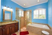 Master bathroom - Single Family Home for sale at 154 Rimini Way, North Venice, FL 34275 - MLS Number is N6112459