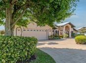 Single Family Home for sale at 407 Devonshire Ln, Venice, FL 34293 - MLS Number is N6114865