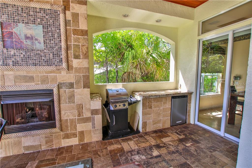 Single Family Home for sale at 353 S Washington Dr, Sarasota, FL 34236 - MLS Number is A4191263