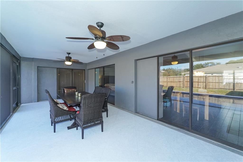 Pocket sliding glass doors - Single Family Home for sale at 8106 Timber Lake Ln, Sarasota, FL 34243 - MLS Number is A4423770