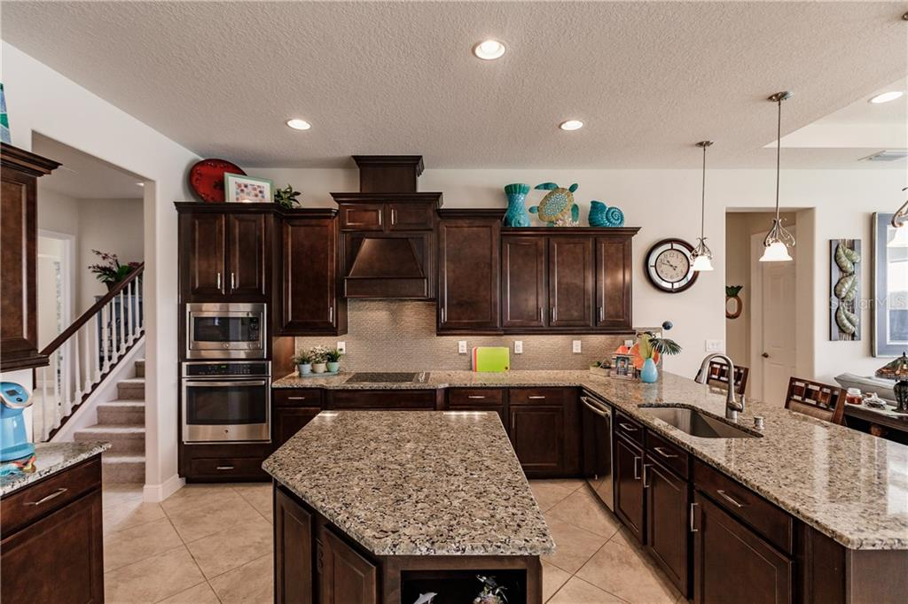 Such a pretty kitchen with all of the upgrades! - Single Family Home for sale at 17006 1st Dr E, Bradenton, FL 34212 - MLS Number is A4432830