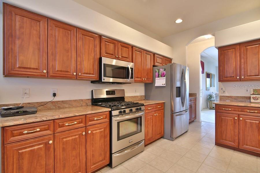 Kitchen with granite counter tops - Single Family Home for sale at 4992 Creekside Trl, Sarasota, FL 34243 - MLS Number is A4433429
