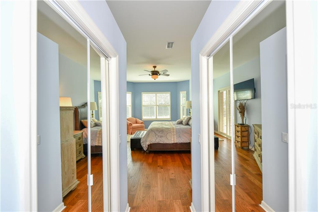 2 spacious walk-in closets - Single Family Home for sale at 2745 Harvest Dr, Sarasota, FL 34240 - MLS Number is A4436381