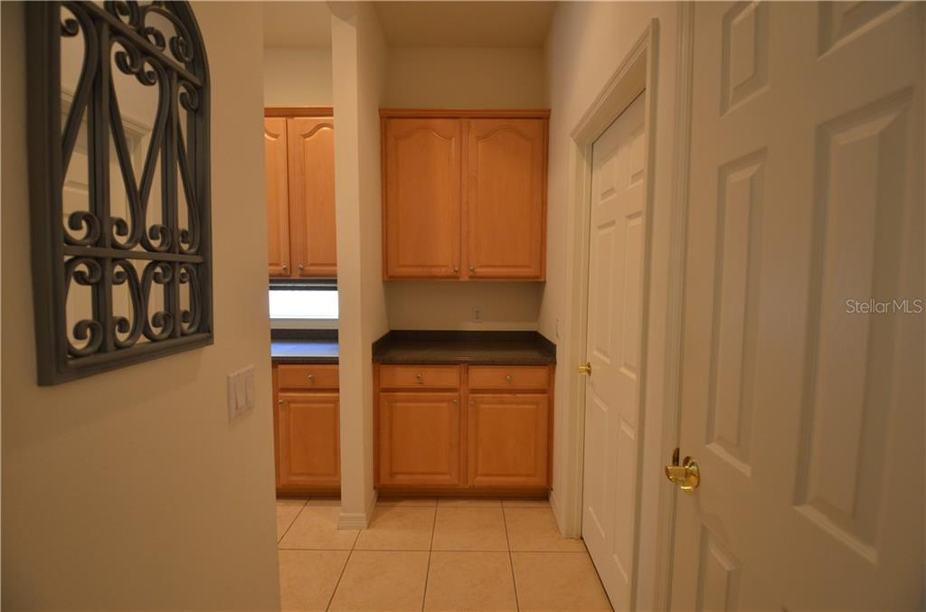 Built in butlers pantry off the kitchen. - Single Family Home for sale at 3632 Summerwind Cir, Bradenton, FL 34209 - MLS Number is A4438762