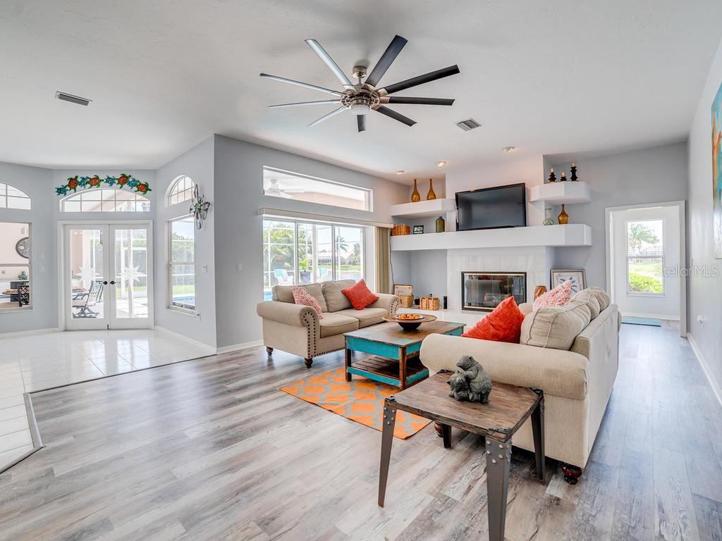 Beautiful Family Room - Single Family Home for sale at 4117 Via Mirada, Sarasota, FL 34238 - MLS Number is A4438764