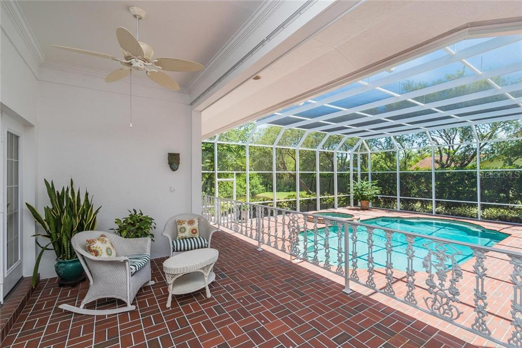 Single Family Home for sale at 3702 Beneva Oaks Blvd, Sarasota, FL 34238 - MLS Number is A4438878