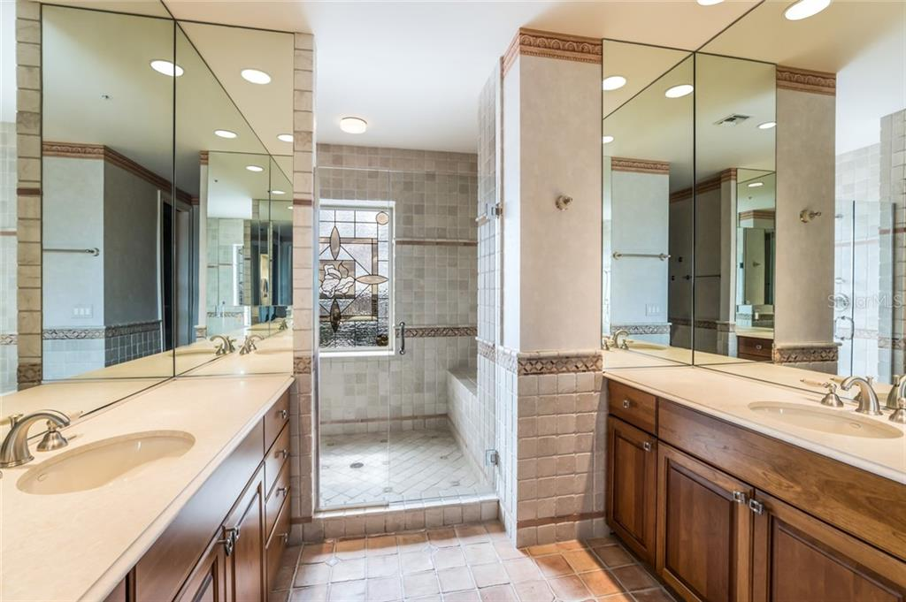 This guest bathroom is located in a guest wing with the two spare bedrooms. - Condo for sale at 1111 Ritz Carlton Dr #1704, Sarasota, FL 34236 - MLS Number is A4442192