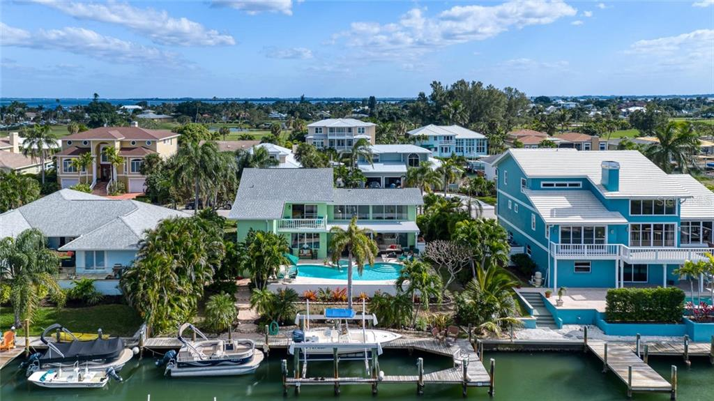 609 N Point Dr, Holmes Beach, FL 34217