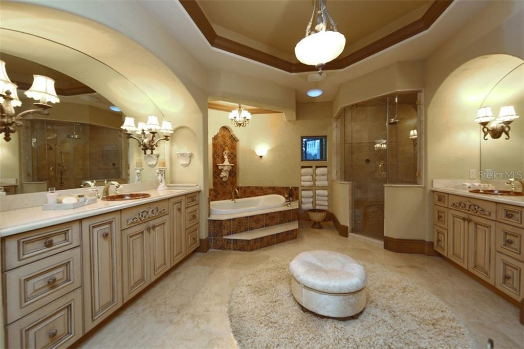 Master Bath - Single Family Home for sale at 419 Bayview Pkwy, Nokomis, FL 34275 - MLS Number is N5913189