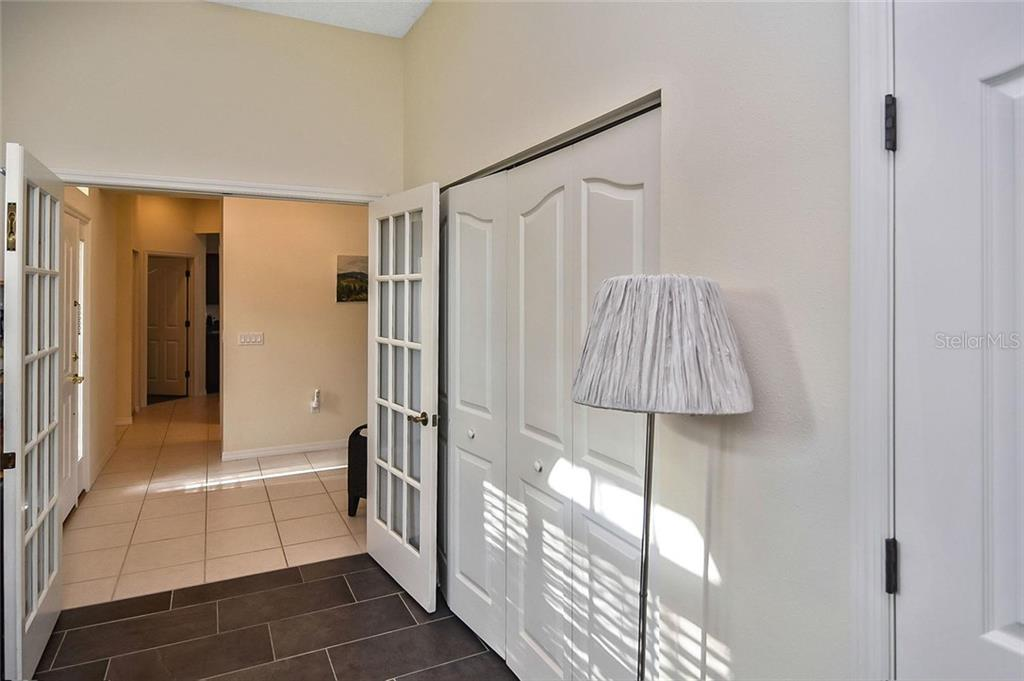 Bedroom 2 - Single Family Home for sale at 724 Silk Oak Dr, Venice, FL 34293 - MLS Number is N6102801